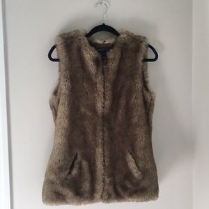 Mango faux fur vest with pockets US size small